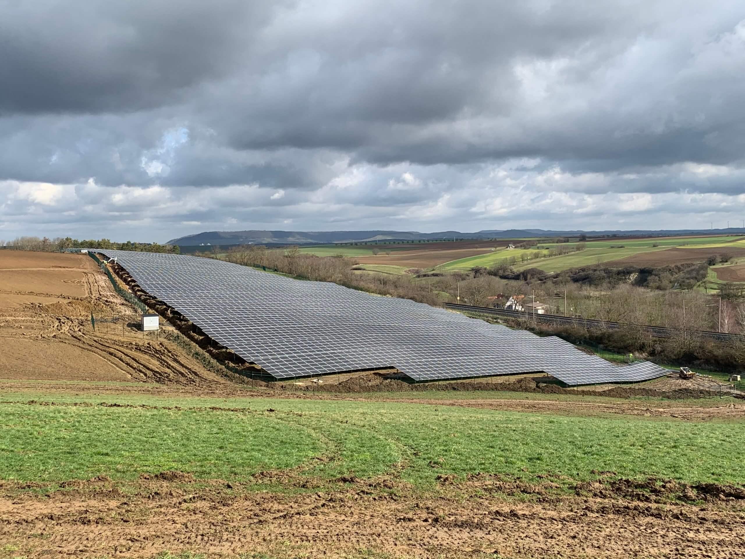 Greenovative bringt 4.200 kWp Solarpark ans Netz
